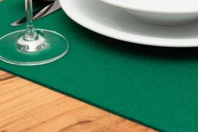 Rob&Raf Tischset Platzset aus Polyester Filz in Grün, Quadrat auf Holz Tisch mit Besteck und Geschirr