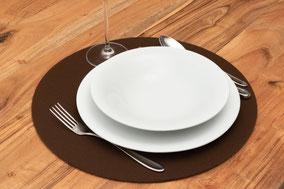 Rob&Raf Tischset Platzset aus Polyester Filz in Braun, Rund mit Geschirr und Besteck