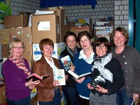 Eine logistische Herausforderung, drei Wochen lang können Bücher in der JFS Hombruch abgegeben werden, die dann von fleißigen Mitgliedern vorsortiert werden.