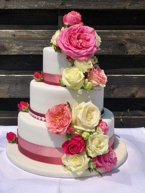 """Ganache gefüllte Hochzeitstorte """"Rosen"""""""