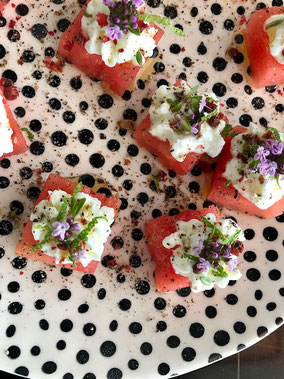 Wassermelone, Frischkäse, Thymianblüten