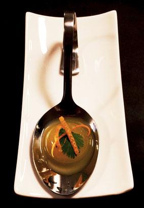 Yuzu-Sphäre, Koriander, Orangenzesten