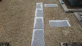 お墓の砂利敷きと敷石
