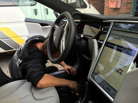 TravelControl im Tesla Model S