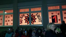 Adventfenster der 3. Klassen am 1. Dezember 2016