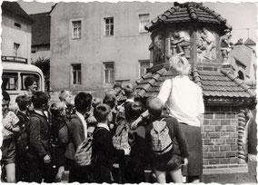 Kinder Kohren-Sahlis Töpferbrunnen Töpferei