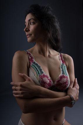 Photo de femme en lingerie de dos savoie chambery