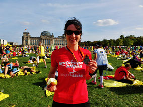 Moni voller Freude nach ihrem ersten Marathon