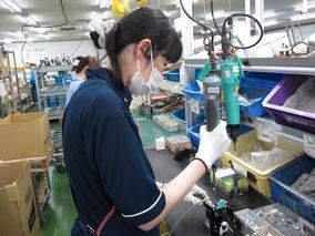 オリテック生産部門の完成品梱包