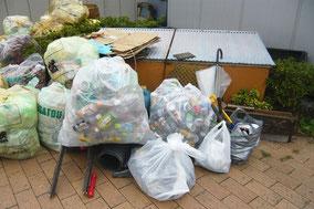 集められたゴミ多数