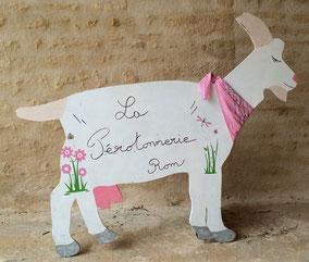 Support chèvre en bois pour reconnaître les fromages fermiers de chèvre de La ferme de La Pérotonnerie de Rom