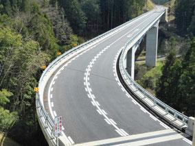 コンクリート橋の写真