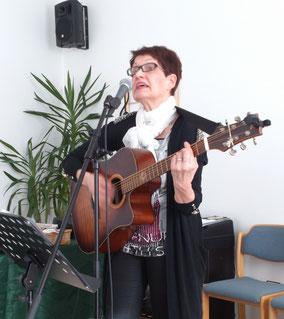 Siegi Wilke auf einem Konzert in einer Freikirche in Amberg (Bayern) 2016