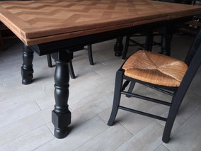 relooking de meuble table à manger bois damier et noir bistro le mans sarthe (1)