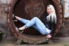 Model bei Fotoshooting im Landschaftspark Duisburg