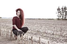 Model mit roten Haaren im Westerhart