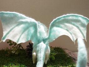 羊毛フェルト ドラゴン 翼 羽