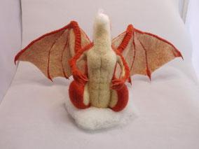 ドラゴン、家を買う 羊毛フェルト 制作過程 ドラ家 ひつじのはね