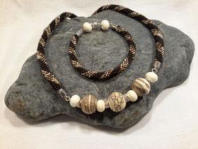 silvered Ivory mit Häkelkette - vergeben