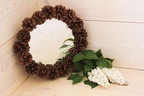 Miroir petit modèle tour en pomme de pins naturelles fait main