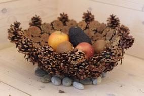 corbeille pomme de pins naturelle fond plat incurvé avec bord en l air fait main