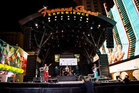 Fremont Street Experience ・・・シンガロンパレード