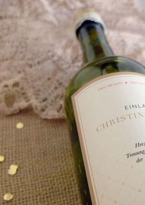 Hochzeitseinladung als Weinflasche