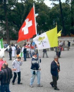 Prozession Fatima Fahnen Schweiz Feierlichkeiten Jahrestag Erscheinung