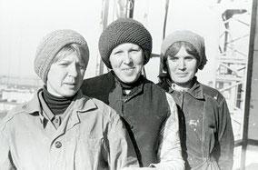 А. ЯСТРЕБОВА, О. ЕРЕМЕНКО и бригадир В. ЗУЕВА.