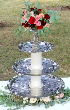 Fountain replica cupcake stand