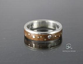 Holzring Silber, Nussbaum, Punkte und Diamant