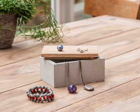 Schönes Kästchen aus Beton mit Holzdeckel -für Schmuck und andere kleine Schätze - 39,00 Euro