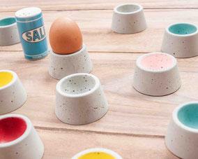 Eierbecher aus Beton in unterschiedlichen Farben  -   2 Stück 18,00 Euro