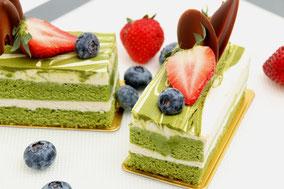 Tarta de té verde con fresas