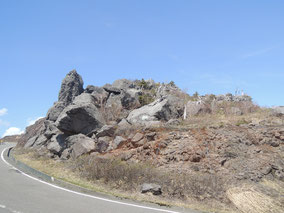 この展望所ちかくにある奇岩「源太岩」かなり大きな岩岩岩・・