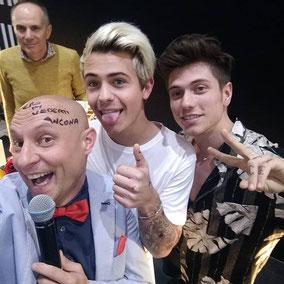 Benji e Fede firma pelata Andrea Prada Buona Fortuna