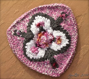 Item 0169: Child's Three-Cornered Tam wool & acrylic 25€