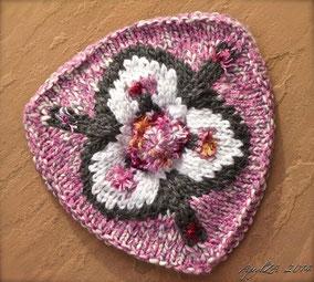Item 0169: Child's Three-Cornered Tam wool & acrylic 25€