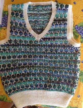 """Item 0180: Adult """"Glacial"""" Sleeveless Pullover for 82 cm chest 100% machine-washable wool 125€"""