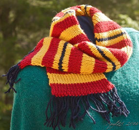 Item 0149: Vintage-Style Schoolchild's 100% machine-washable Wool Scarf 25€