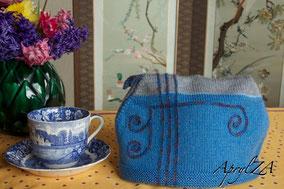 Item 0184: Art Nouveau Tea Cosy for large pot 20€
