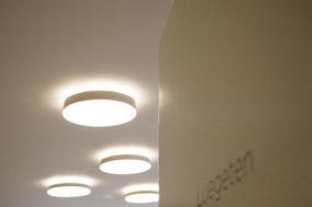 Runde Leuchte direkt- und indirekt beleuchtet