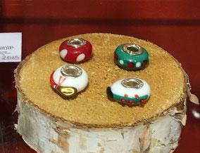 """""""Charms"""" perles en verre soufflé vendus individuellement. Adaptés aux bracelets de la marque bien connue ;)"""