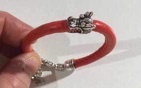 Bracelet simili cuir - breloque tête de dragon. Réf :CFLL1704.  Prix : 15€