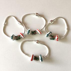 Bracelet Doudou - une perle blanche décor dragon en verre, une breloque dragon en métal peint et une perle blanche décor rouge.  Réf. DPVPK170.  Prix : 28€