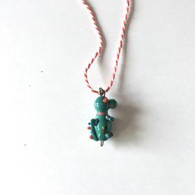 Collier dragon humoristique en verre soufflé. Cordon R&B.  Réf : DPVPK162.  Prix : 25€