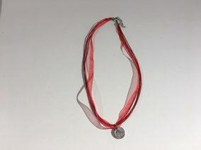 Collier tissu et cuir - Médaille Doudou au recto / C'est l'doudou au verso.  Réf : CFLL1802.  Prix : 12€