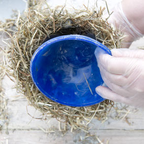 Un-moulding the DIY hay concrete Easter nest by PASiNGA