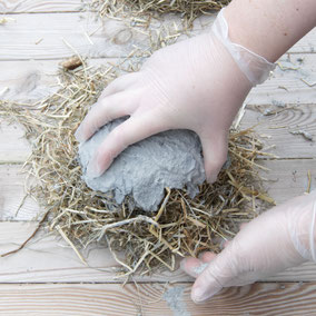 Taking the DIY hay concrete Easter nest by PASiNGA tutorials of the balloon