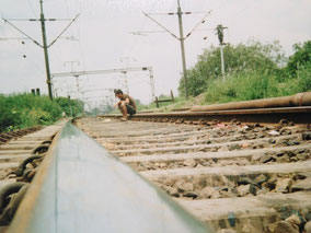 線路で休憩 ラールキラーの入口探してる